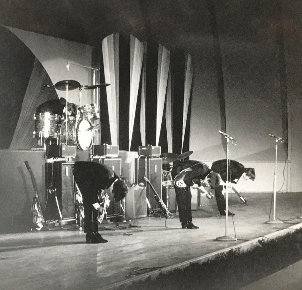 ビートルズ LIVE AT THE HOLLYWOOD BOWL