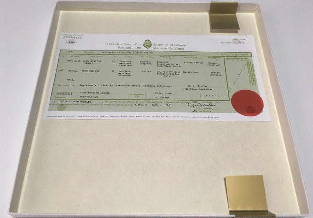 結婚証明書のレプリカ