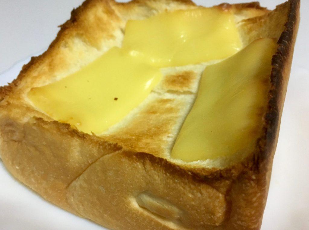 乃が美の高級生食パンにチーズ